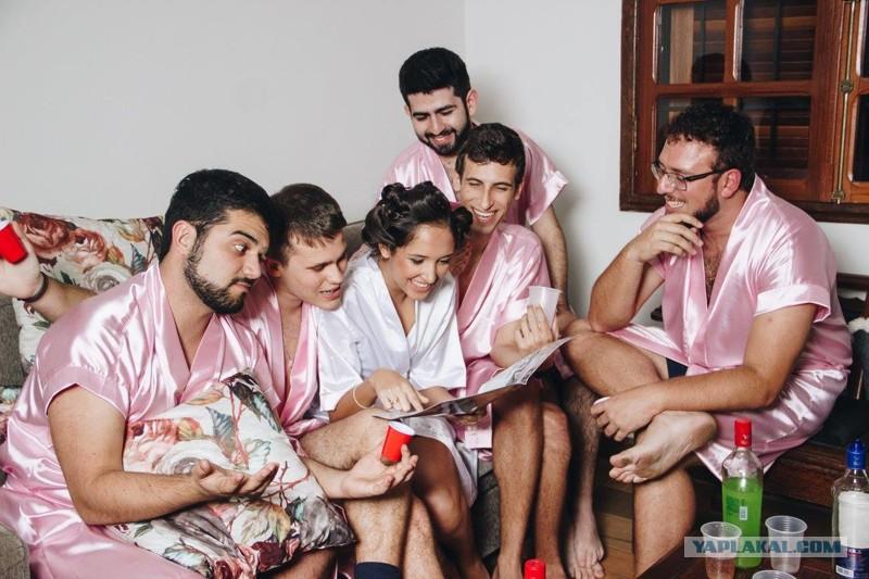 na-devishnik-vizvali-parnya-porno-fotki-lesbiyanok-s-fallosami