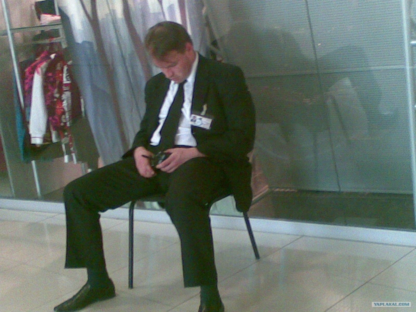 свою вторую охранник спит на посту фото мельницы одно