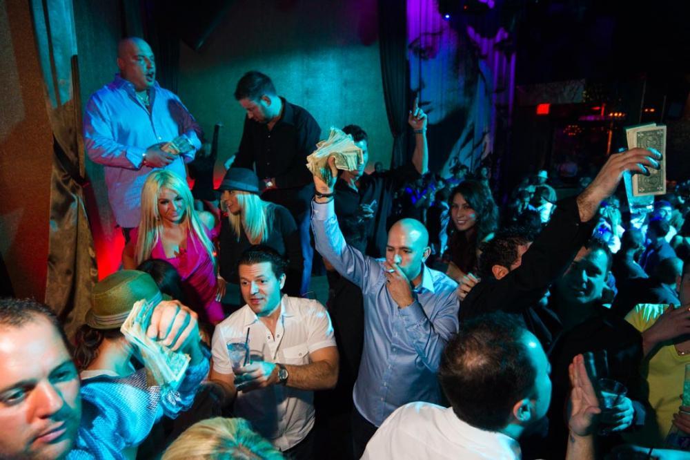 Русскую девочку трахоют в ночном клубе фото 109-814