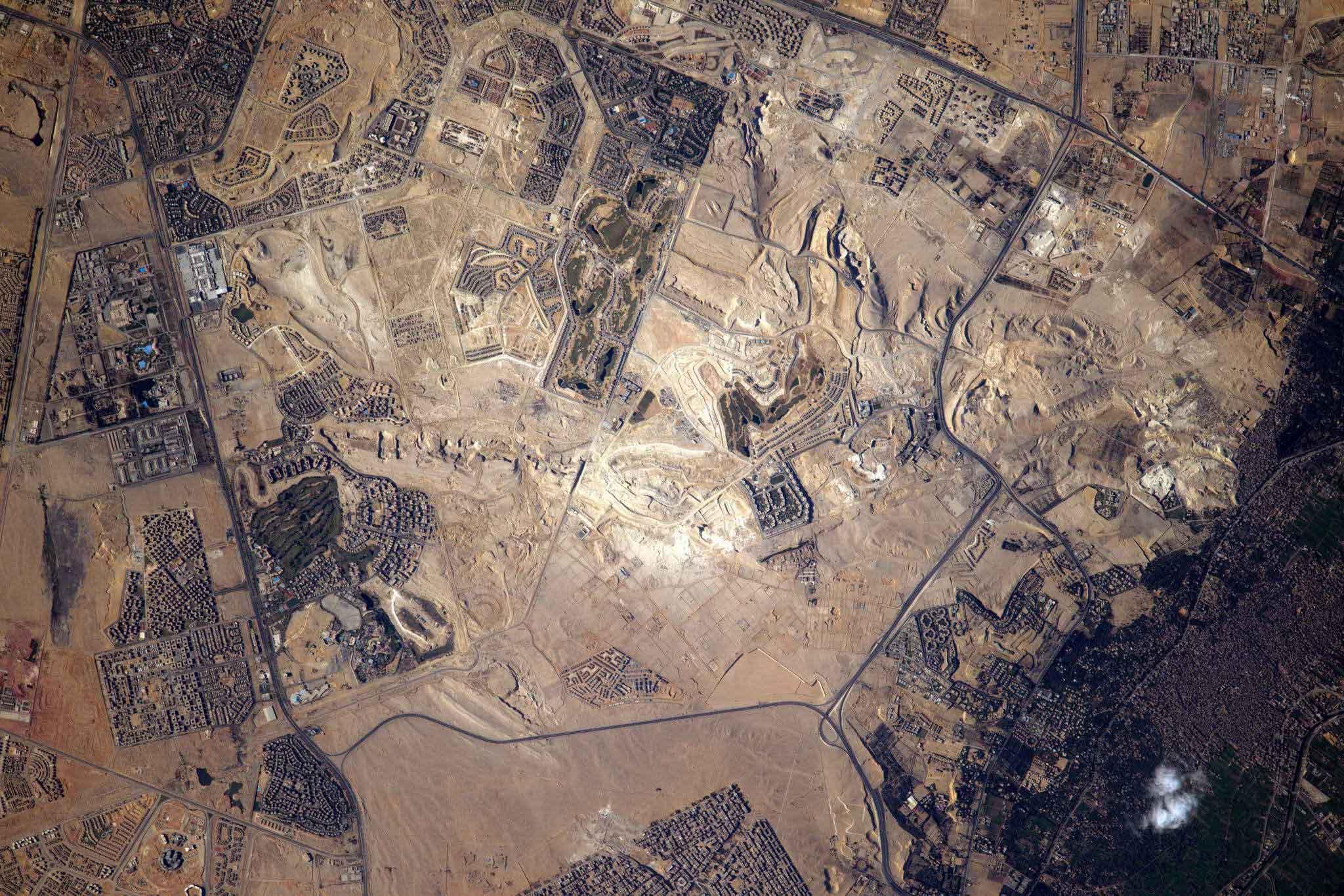 мышечная ткань, пирамиды египта фото со спутника оборудованном песчано-галечном