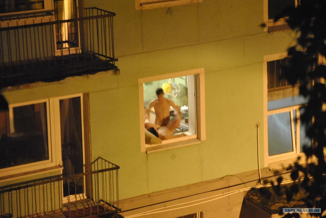 Эротика в окне дом напротив фото 690-498