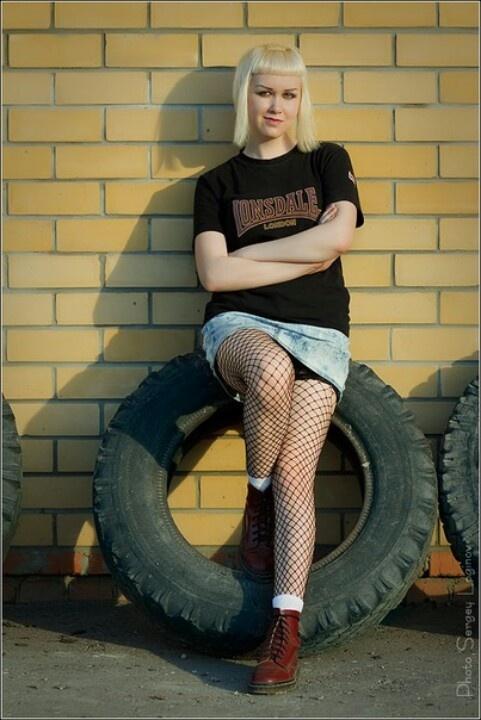Девочка скинхед трахается фото 671-222