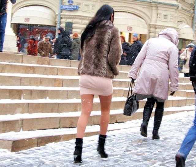 stupni-nog-studentok-smotret-hozyain-doma-i-gornichnaya
