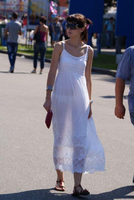 Девушки в прозрачной одежде на улиц фото видео фото 301-385