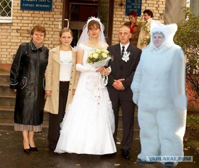 Депутат Тюменской гордумы пришла на открытие дороги в костюме белого медведя и стала мемом