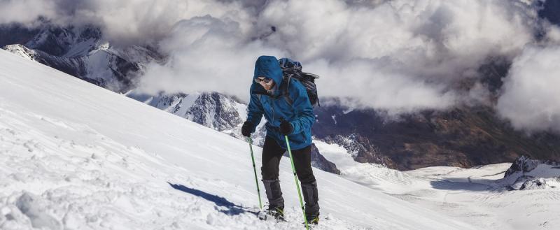 17-летний череповчанин решил в одиночку покорить Эльбрус, его нашли почти на вершине