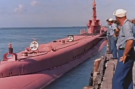 Корабли из группы авианосца «Адмирал Кузнецов» отогнали нидерландскую подлодку