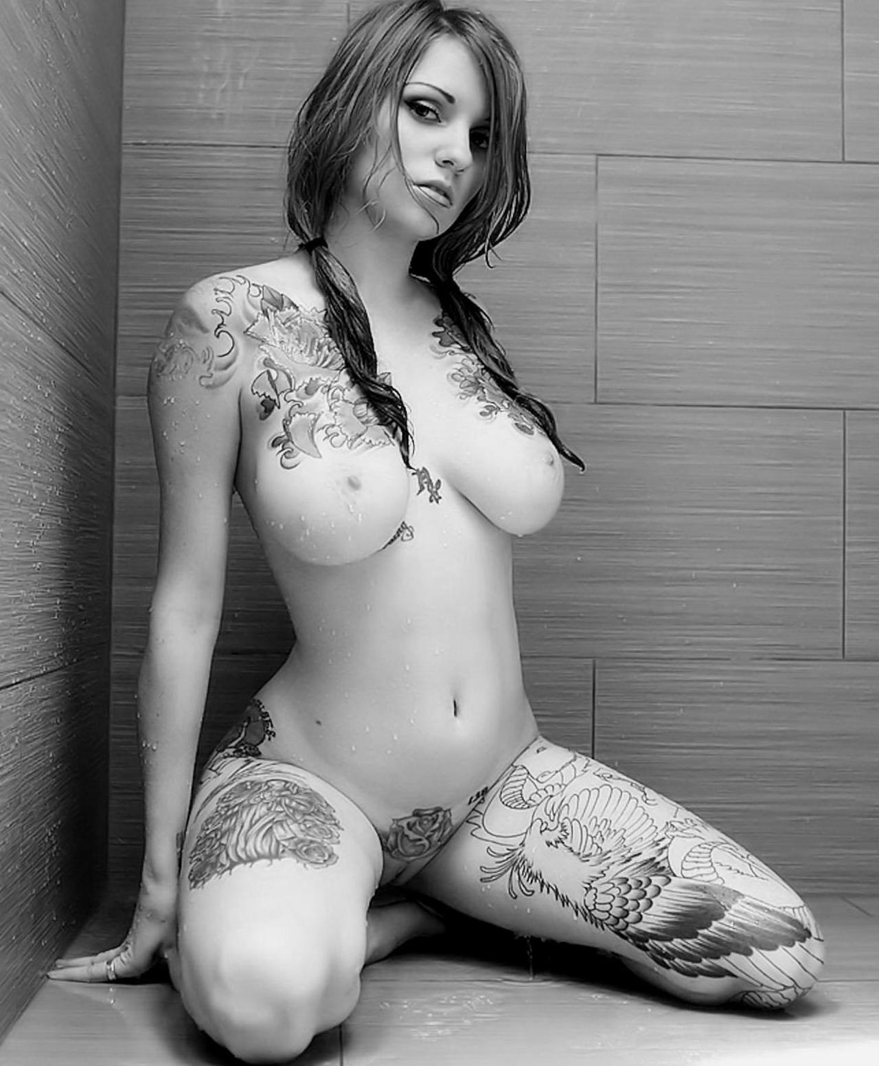 Порно актриса с тремя иероглифами на животе, игры для взрослых грудь