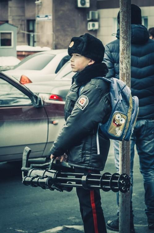 В Башкирии детям выдали топоры для борьбы с медведями по дороге в школу