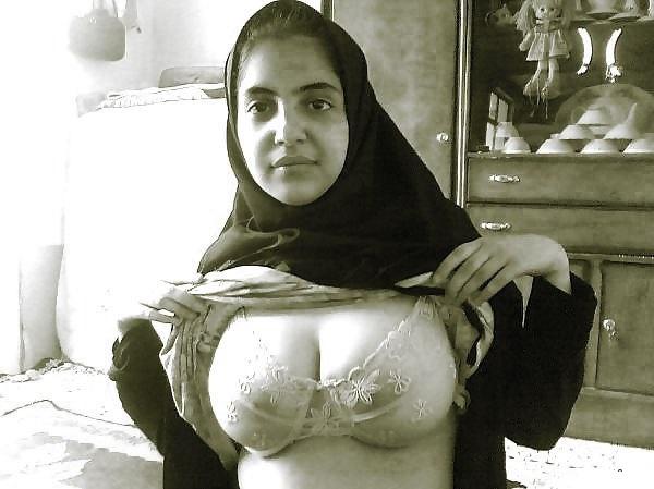 видно трусы мусульманка фото