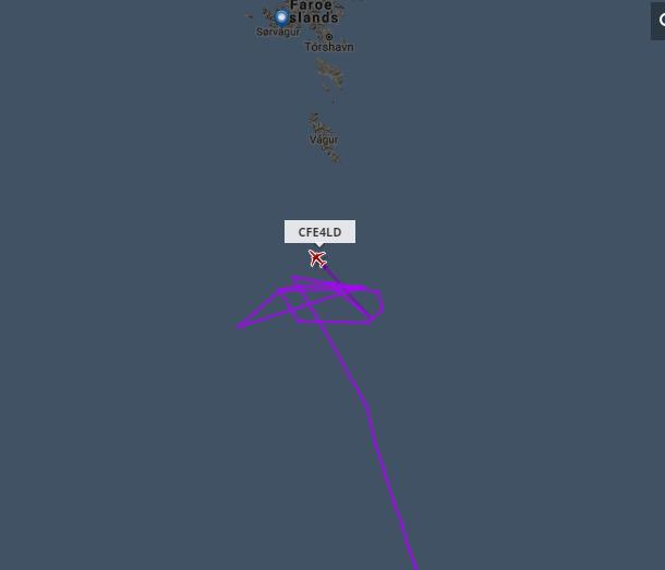 Пассажирский самолёт BER9777 уже полчаса петляет у Исландии