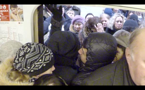 Мацать жопу в метро