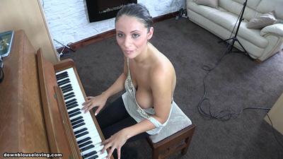 Эро, пианино и сиськи