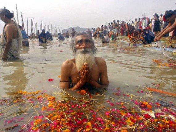 ganga river information in hindi Varanasi (hindustani pronunciation: [ʋaːˈraːɳəsi] ( listen)), also known as benares, banaras (banāras [bəˈnaːrəs] ( listen)), or kashi (kāśī ( listen)), is a city on the banks of the ganges in the uttar pradesh state of north india, 320 kilometres (200 mi) south-east of the state capital, lucknow, and 121 kilometres (75 mi) east of allahabad.