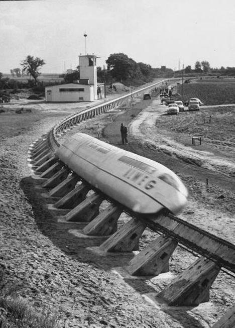 Монорельсовая дорога из 50-х, вероятнее всего Япония
