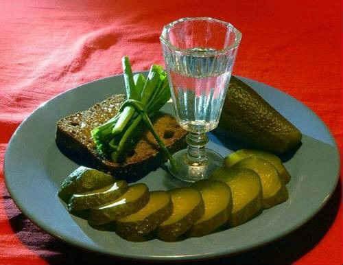 Почему нельзя закусывать алкоголь маринованными огурцами? А солеными -  можно ← Hodor