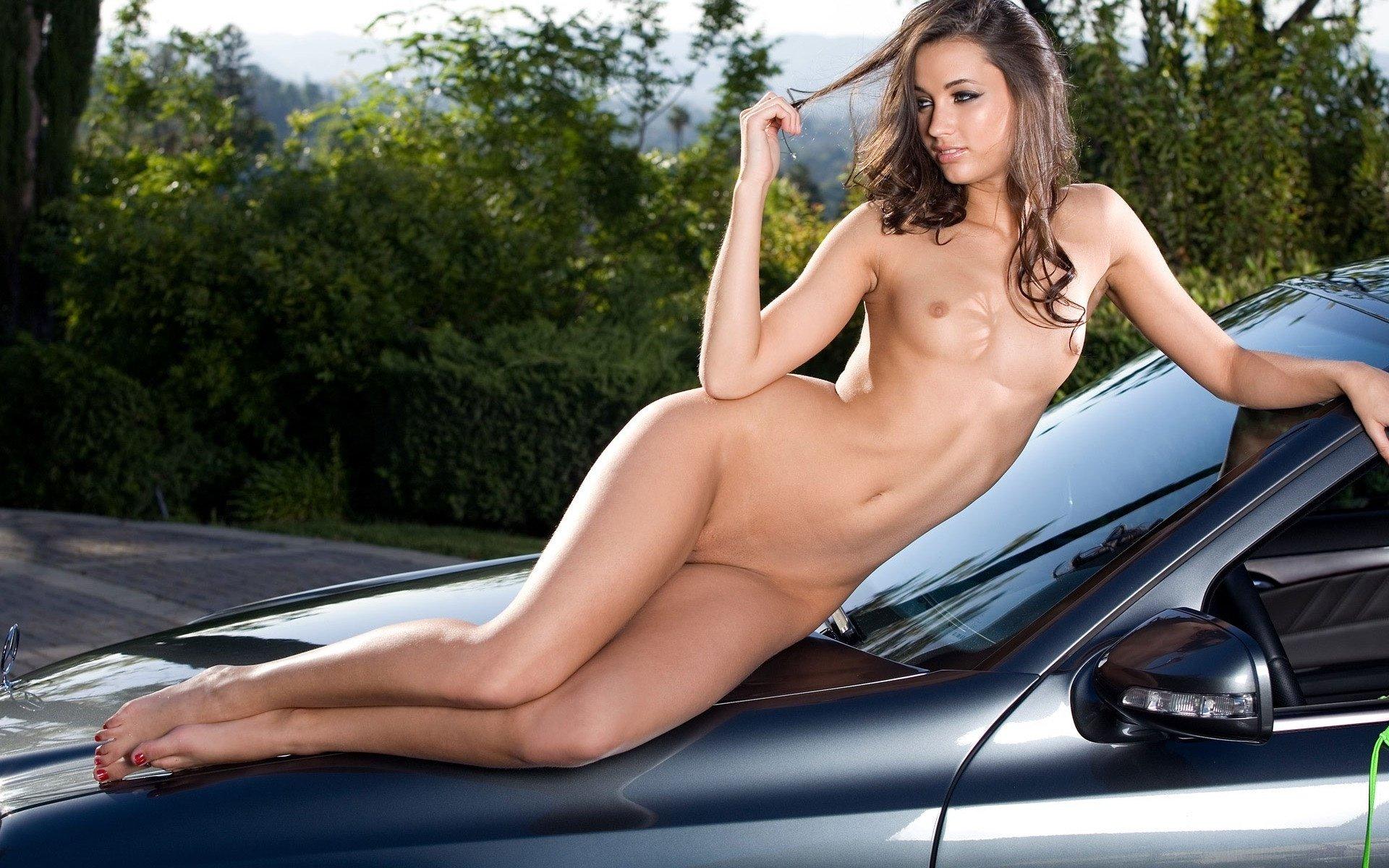 картина девушка голые машина фото