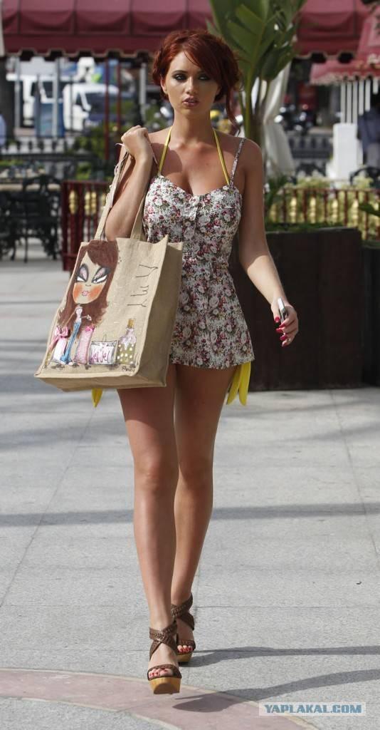 Картинки девушек на улице с платьями