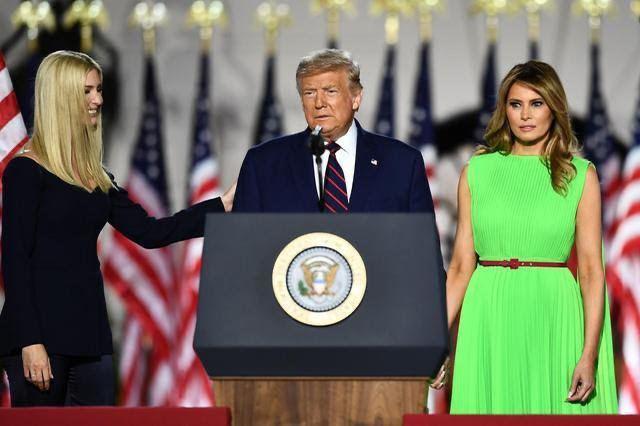Мелания Трамп опрометчиво пришла на слёт республиканцев в платье-хромакее