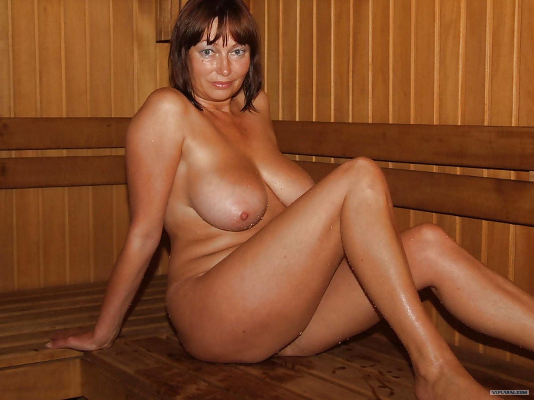 Красивые женщины в бане