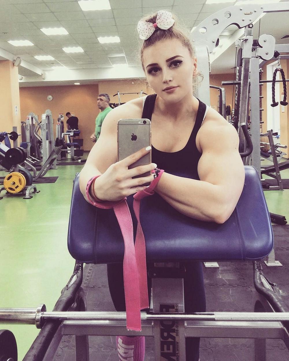 Транссексуалы ебут молоденьких девочек