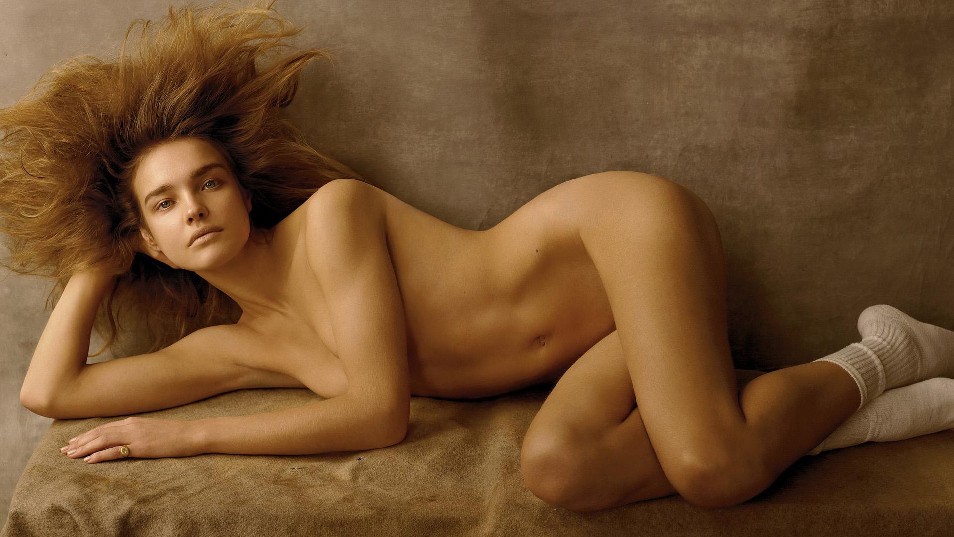 natalya-podolskaya-na-rabochiy-stol-erotichnoe-foto