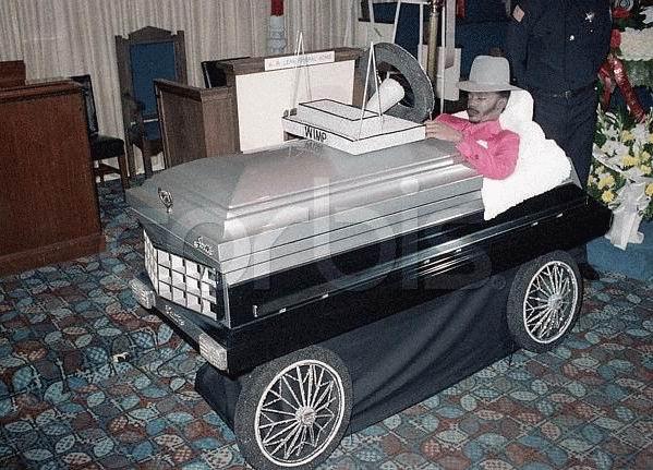 Гробик на колесах картинки