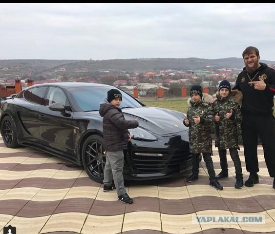 Несовершеннолетние сыновья Кадырова подарили своему тренеру Porsche
