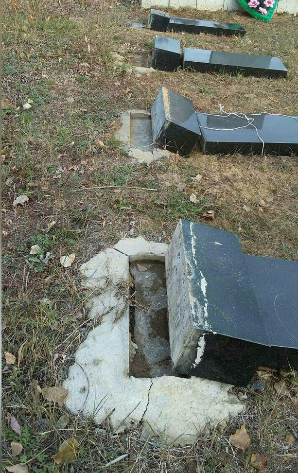"""Под Волгоградом двое детей разгромили восемь памятников на """"Аллее памяти"""""""