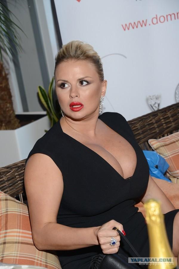 Антдже Утгаард - фигуристая блондинка с большим бюстом