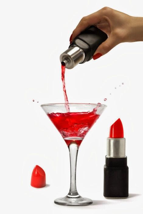 Навеселе: 20  предметов, которые помогут пронести выпивку куда угодно