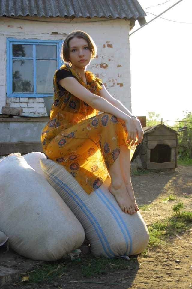 chastnie-foto-derevenskih-russkih-devchonok-anna-zolotarenko-seks-v-popu
