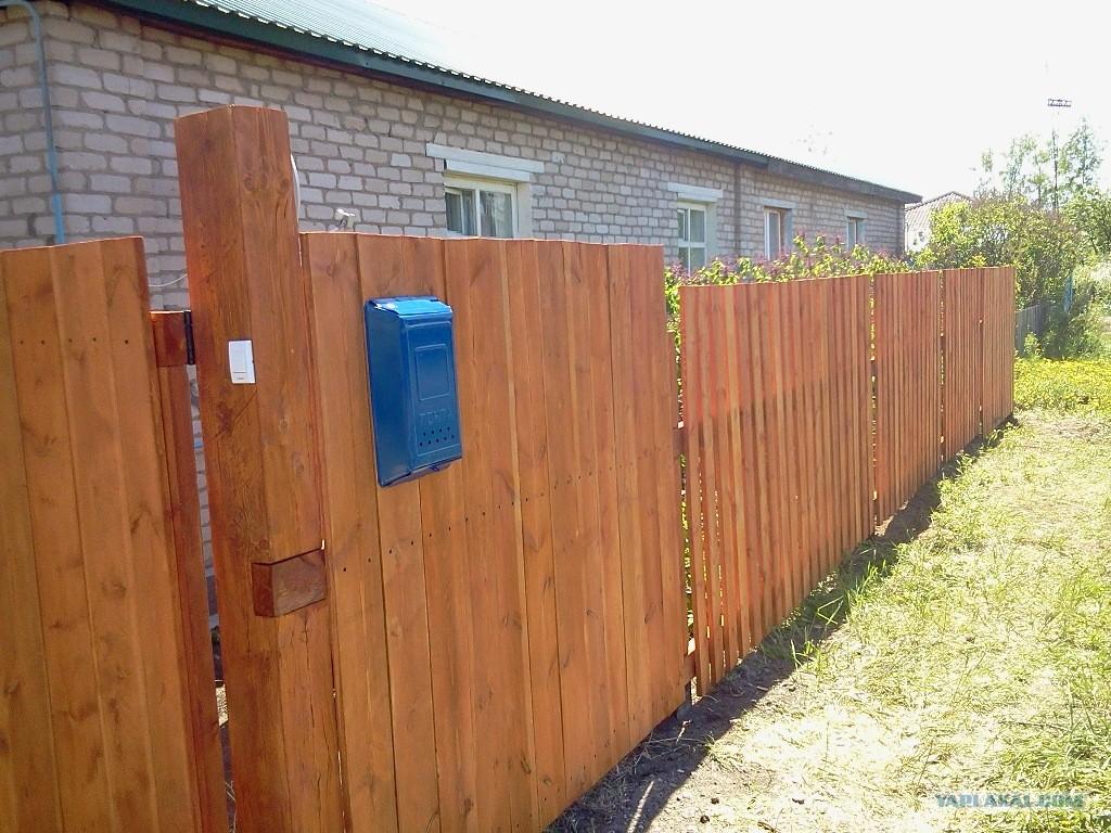 Забор из ящиков своими руками
