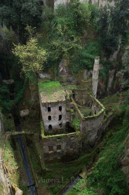 Разоблачаем! Заброшенный замок в ущелье?