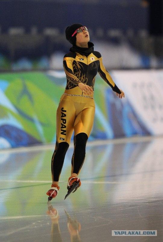 Спортсменка в стрингах фото 471-317