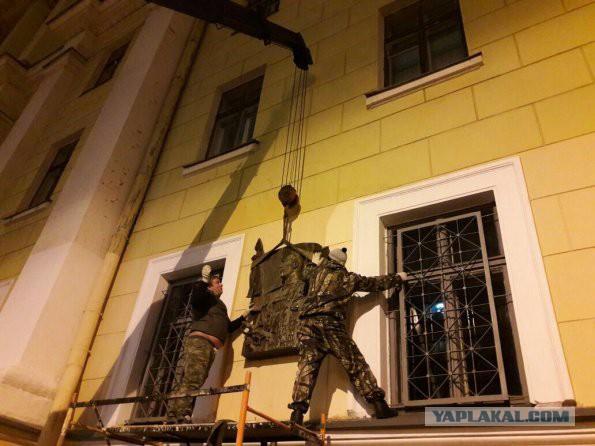 Тут вам не Маннергейм.Петербургской школе не дают почтить память знаменитого актера - героя ВОВ