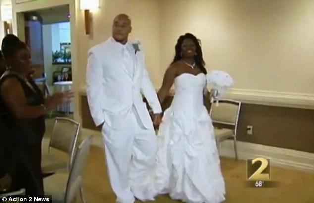 Трахнул чернокожую невесту на свадьбе 5