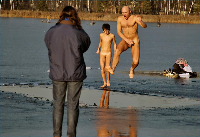 kupanie-golih-parney-v-prorubi-video-smotret-onlayn-volosi-v-sperme-podborka