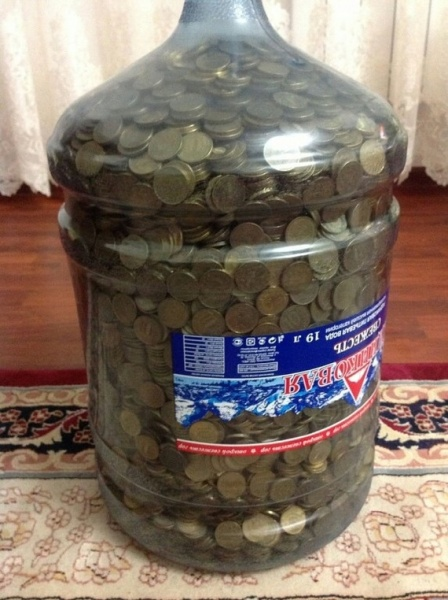 Сколько 10 рублевых монет в трехлитровой банке