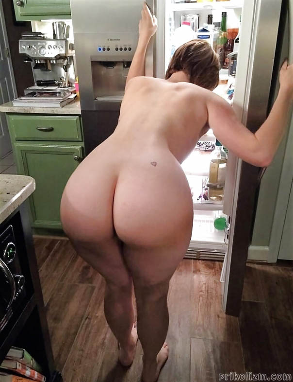 Girl with apple bottom ass