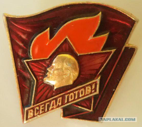 Детство было отличным, советским со всеми вытекающими. Октябренок, пионер, старший пионер… До комсомола не дотянул чуток, держава рухнула…