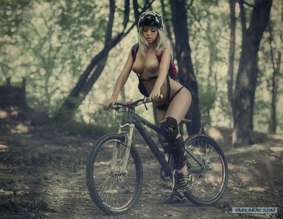 naked-girl-on-bike-gif