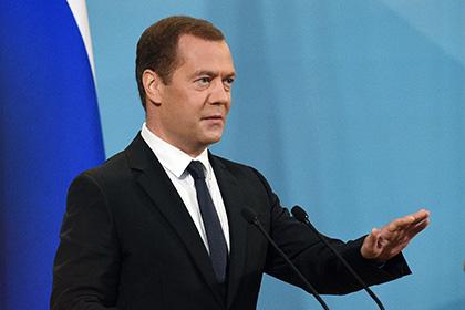 Медведев отказался понижать температуру воды