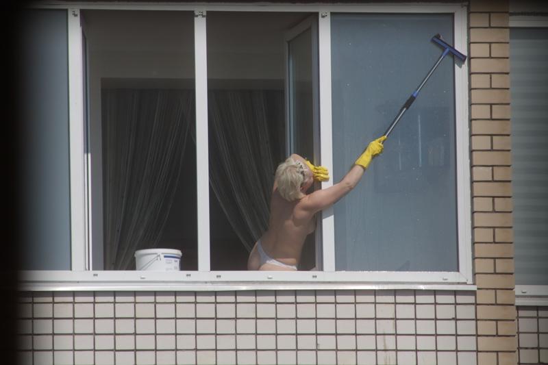 Эротика в окне дом напротив фото 690-17