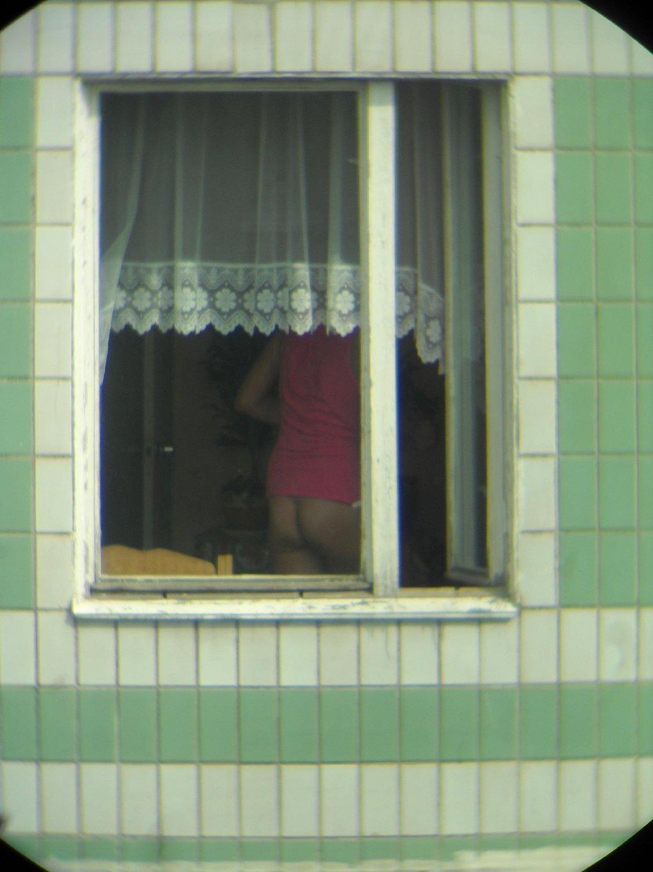 Оргазм онлайн девушки в соседнем окне