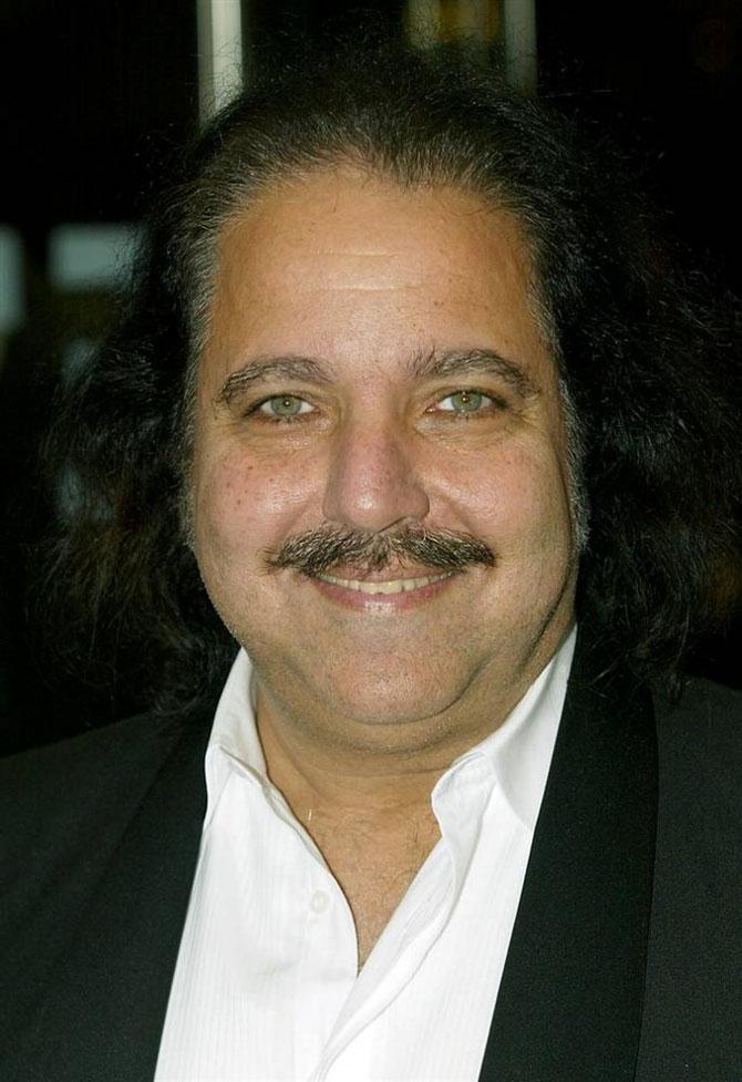 Толстый порноактёр с усами