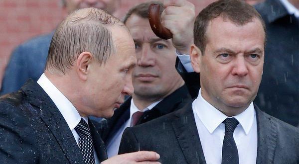 Под дождём - ЯПлакалъ Спящий Медведев Фотожабы