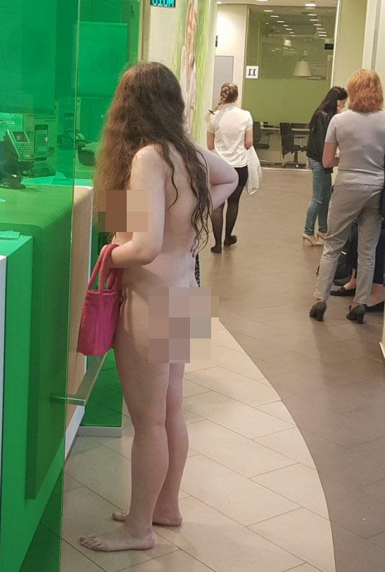 голая девушка с деньгами