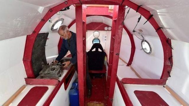 Пенсионер из Франции собрался переплыть Атлантику на неуправляемой бочке