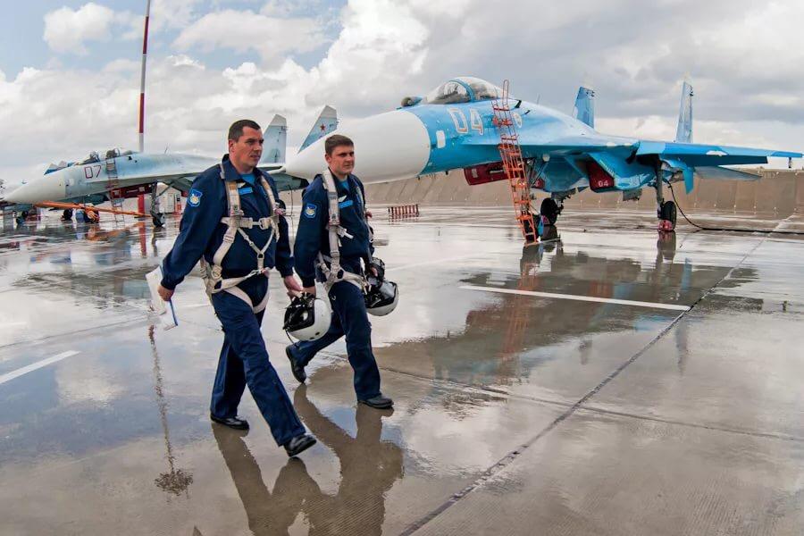 Картинки военные летчики и самолеты уже